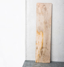 Prostokątnadługa deska wykonana z drewna mango. Dzięki wielokolorowej strukturze drewna deska nabiera indywidualnego, naturalnego charakteru.Jej...