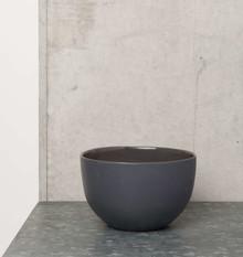Ceramiczna miskaw kolorze czarnym.Wymiary:12 cmPojemność: 600mlProdukty marki Urban Nature Culture łączą w sobie wpływy i surowce z całego...