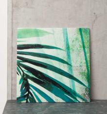 Ceramiczna podstawka we wzór z liśćmi palmowymi. Produkty marki Urban Nature Culture łączą w sobie wpływy i surowce z całego świata, w tym drewno...