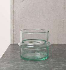 Szklany świecznik wykonany ręcznie z dmuchanego szkła z recyklingu w marokańskiej fabryceVerre Beldi.Wymiary:10 x 10,5 cmProdukty marki...
