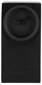 Minimalistyczny zegar marki Zuiver swoją konstrukcją przywodzi na myśl miniaturowy głośnik.  Niewielki zegar ma wymiary: 9 x 9 x 19 cm.