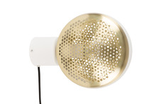 Lampa ścienna GRINGO, marki Zuiver posiada połyskujący, mosiężny klosz, który swym kształtem przywodzi na myśl plaster miodu. Model został...