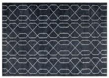 Dywan MARS marki Zuvier to produkt najwyżej jakości wykonany ręcznie.  Materiał:80% wiskoza, 20% bawełna  Wymiary:240 x 170 x 1 cm