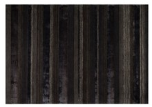 Kolor: czarny Materiał: 60% wełna, 40% wiskoza Wymiary: 240x170x1,2 Waga: 15.3 Informacje dodatkowe: wykonanie ręczne