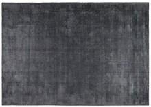 Kolor: szary Materiał: 60% wiskoza, 40% poliester Wymiary: 170 x 240 cm