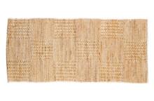 Dywanik jutowy Scenes 70x140 naturalny  Dywan Scenes w całości wykonany jest z plecionej juty. Dywan dostępny jest w kolorach naturalnym i czarnym oraz w...