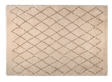 Dywan JAFAR marki Dutchbone  Dywan tkany maszynowo z ciemnobrązowym wzorem diamentowym Materiał: 70% poliester, 30% polipropylen Spód dywanu z 100% juty...