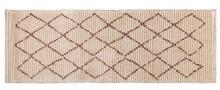Dywan JAFAR marki Dutchbone  Dywan tkany maszynowo z ciemnobrązowym wzorem diamentowym  Materiał: 70% poliester, 30% polipropylen Spód dywanu z 100%...