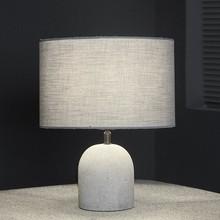 <b>Model</b>: Lampa stołowa 1L/26 beton szara<br /><b>Kategoria</b>: Lampy stołowe<br /><b>Materiał</b>:...