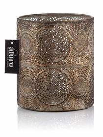 RUSTIK , to celowo postarzane latarnie i lampiony, wykonane z ażurowego metalu, gwarantującego źródło przytulanego światła .