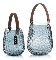 Lampion AZURO wykonany z niebieskiego szkła w ciekawym odcieniu , z zamontowanym paskiem skóry ekologicznej, dzięki któremu wygodnie...