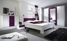 Zestaw Vera - szafa 4 drzwiowa + łóżko 160 + stoliki nocne  Sypialnia VERA to połączenie nowoczesnego designu i trendów w produkcji. W kolekcji do...