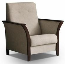 Roko jest modelem dobrze prezentującym się w stylowym wnętrzu. Proste siedzisko i oparcie zostało ozdobione rzędem pikowania, ale głównym atutem są...