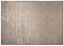 Kolor: brązowy  Materiał: 91% wiskoza, 9% poliester  Wymiary: 0,55x170x240 cm  Informacje dodatkowe: tkany maszynowo