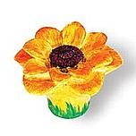 Gałka do mebli w kształcie kwiatka. Zaprojektowana przez Simone Gutsche-Sikora. Wykonana z plastiku. Kolekcja Flower  Gałka w kształcie kwiatka będzie...