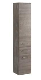 Szafka wysoka z serii Cosmo posiada jedną szufladę oraz jedne drzwi. Słupek łazienkowy posiada piękne chromowane uchwyty oraz zawiasy z cichym zamykaniem.