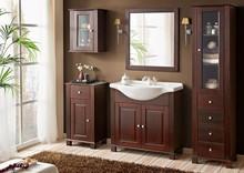 Drewniane meble łazienkowe z kolekcji Retro w komplecie z ceramiczną umywalką. Meble w całości wykonane z naturalnego drewna które zostało...
