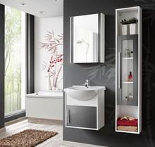 Zestaw mebli z serii Domino to propozycja do mniejszych łazienek w rozsądnej cenie. Meble posiadają fronty w szarym połysku.