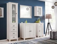 Meble z kolekcji FRESH zostały wykonane z naturalnego drewna sosnowego polakierowanego białym lakierem z delikatnie prześwitującą strukturą drewna.