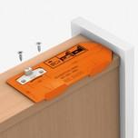 Wzornik do pozycjonowania i nawiercania wspiera podczas montażu zabieraka, który jest montowany do lewego boku szuflady.