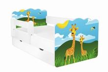 Łóżko dziecięce z szufladą i barierką ALEX 59 - żyrafy