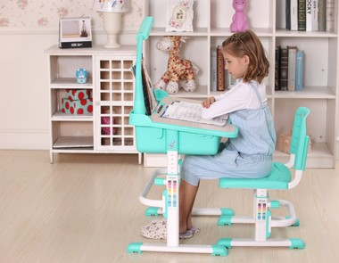 Jakie wybrać biurko dla dziecka?