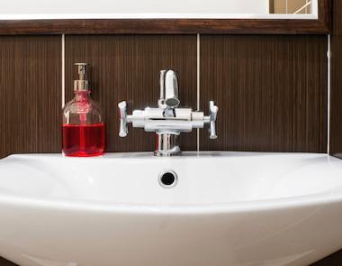 Dozowniki do mydła w płynie - dlaczego warto je mieć?