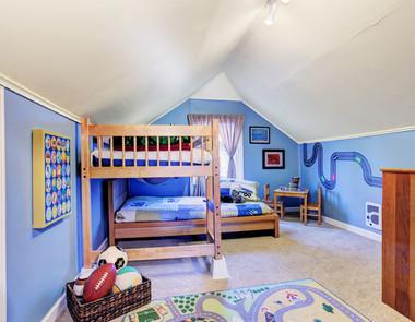 Jak urządzić pokój z łóżkiem piętrowym?