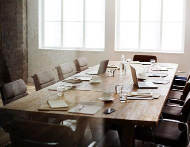 Jak urządzić salę konferencyjną?