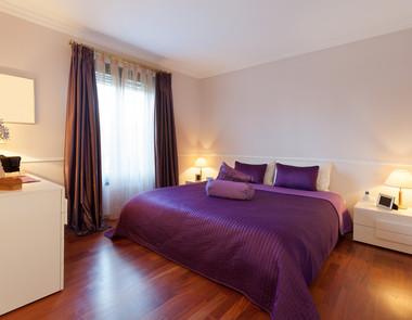 Sypialnie w odcieniach fioletu - 5 różnych aranżacji