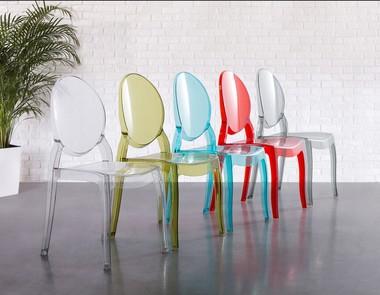 Transparentne krzesła - co warto o nich wiedzieć?