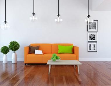 Pomarańczowa sofa - energetyczny akcent w salonie