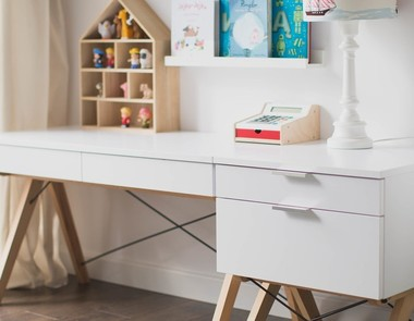 Minimalistyczne biurka do zadań specjalnych