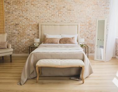 Surowa ściana z cegły - 6  niezwykłych aranżacji