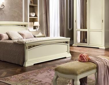 Ławka w sypialni – mebel dekoracyjny i praktyczny