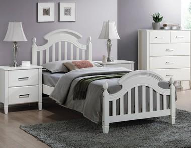 Łóżko do sypialni - z jakiego rodzaju drewna?