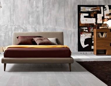 Łóżko z zagłówkiem? A może bez wezgłowia?