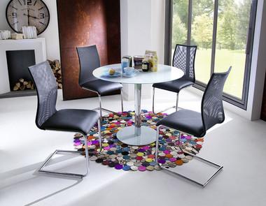Stół na jednej nodze – mebel, który pasuje wszędzie