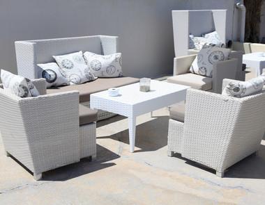 Białe meble ogrodowe – rozwiązanie dla wymagających