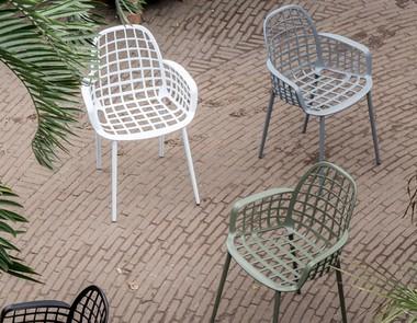 Meble ogrodowe plastikowe - triumf mobilności w ogrodzie