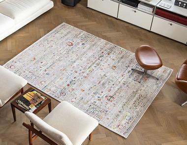 Dywan czy bez dywanu — aranżacja stylowego salonu