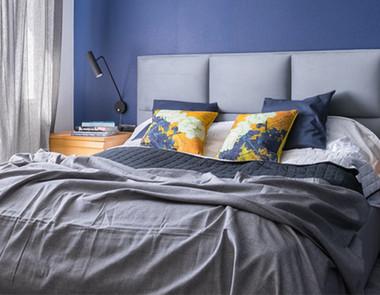 Jak udekorować łóżko? Pościele, koce i narzuty