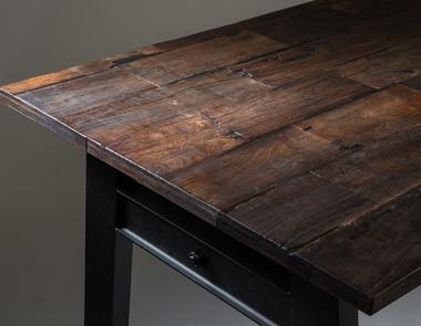 Jak samodzielnie odnowić stary stół?