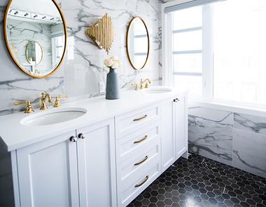 Jak sprawdzą się białe meble w łazience?