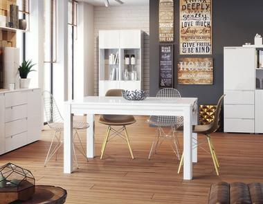 Drewniane czy białe meble, które wybrać?